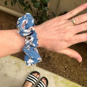 Accessories - NWOT Blue Floral Scrunchie